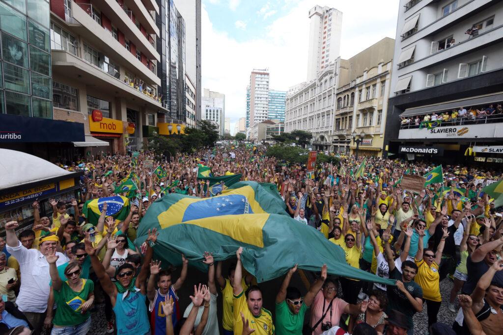 """Protesto Foto Orlando Kissner — """"Tem razão quem se revolta"""" — ADunicamp"""