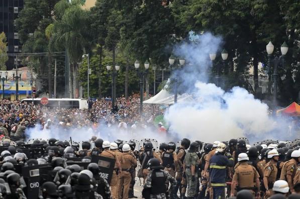 MG 0365 e1430410575519 — A ADunicamp repudia as ações do Governo do Paraná durante os protestos de ontem, 29/04 — ADunicamp