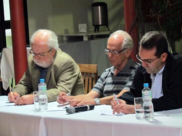patio 2014 mesa — Prof. Tadeu e Prof. Álvaro Crosta na ADunicamp — ADunicamp