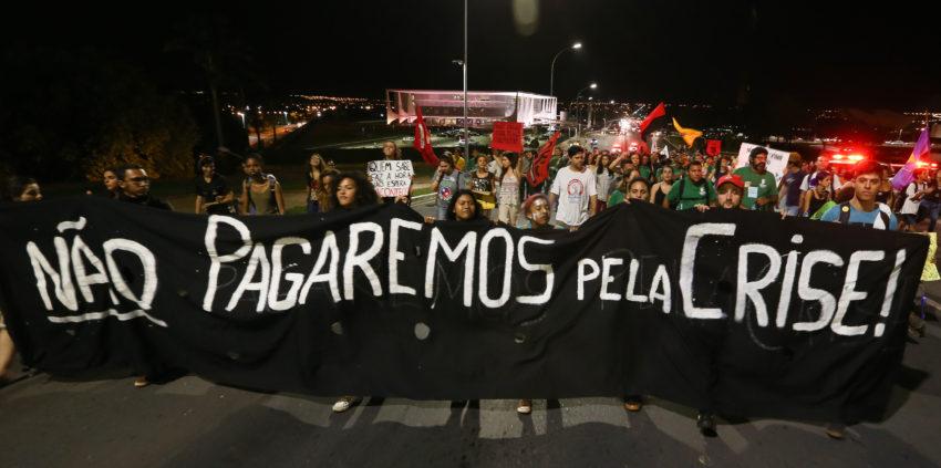 LM Manifestacao contra a PEC 241 2016 em Brasilia — Consultores Legislativos comprovam efeitos devastadores da PEC 55 — ADunicamp