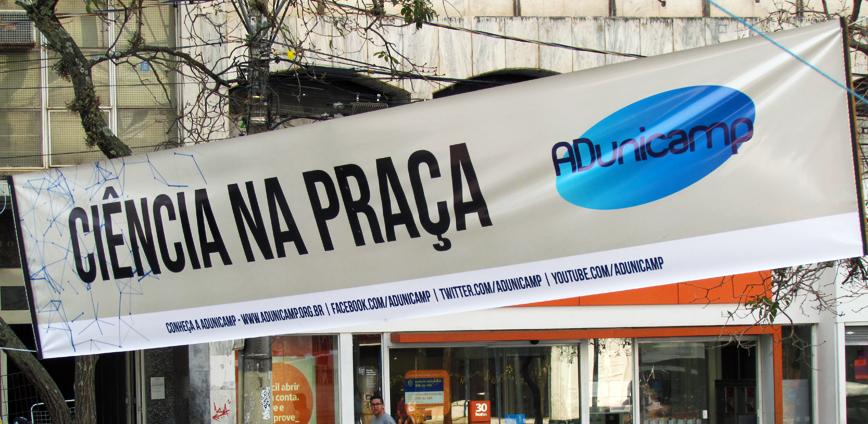 13A final — Ciência na Praça ocupa Largo do Rosário e reúne centenas de pessoas no dia de protestos pela educação — ADunicamp