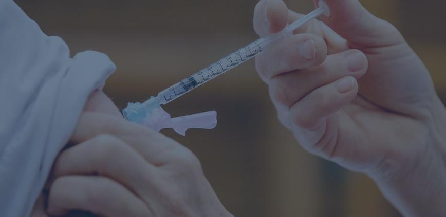 aplicando vacina